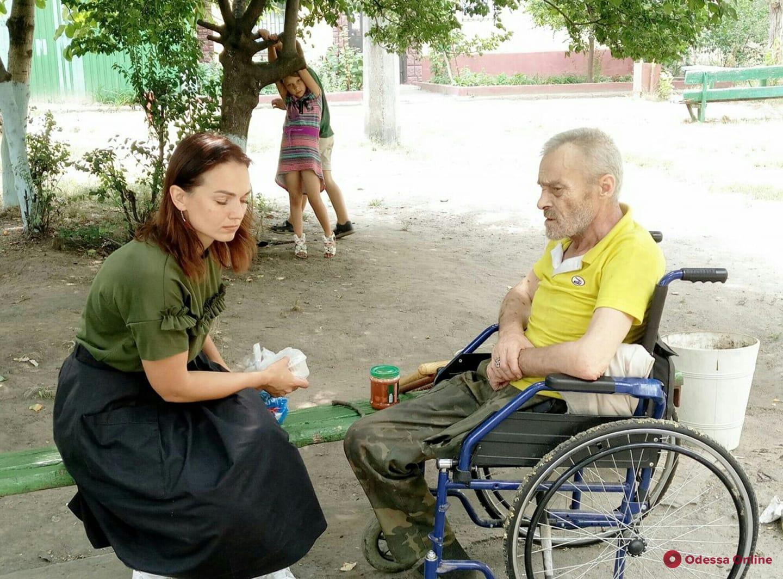 Облил лаком и поджег: в Одессе сын выгнал отца-инвалида на улицу