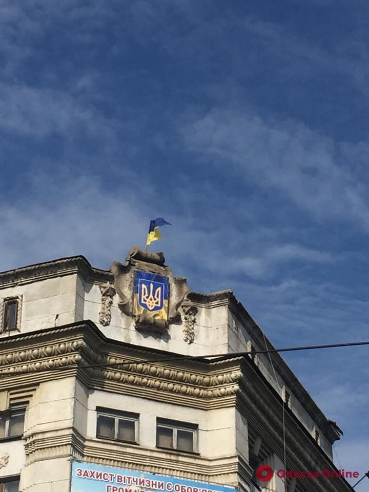 Одесса: с фасада здания областного комиссариата убрали советскую символику