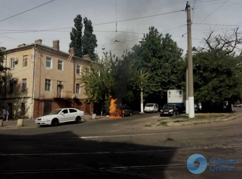 Одесса: возле «Привоза» сгорел автомобиль