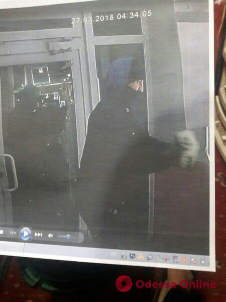 В Одессе неудачливый ломбардный вор «засветился» на видеокамерах