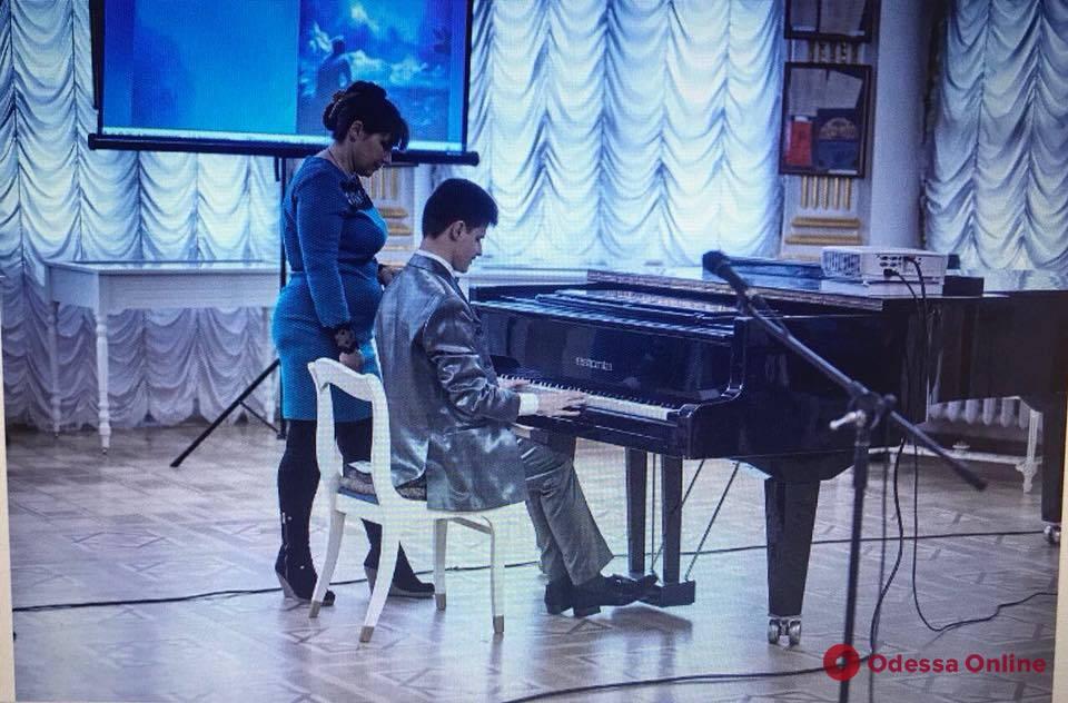 Одесская область: незрячий музыкант-виртуоз стал лауреатом международного конкурса в Греции (фото)