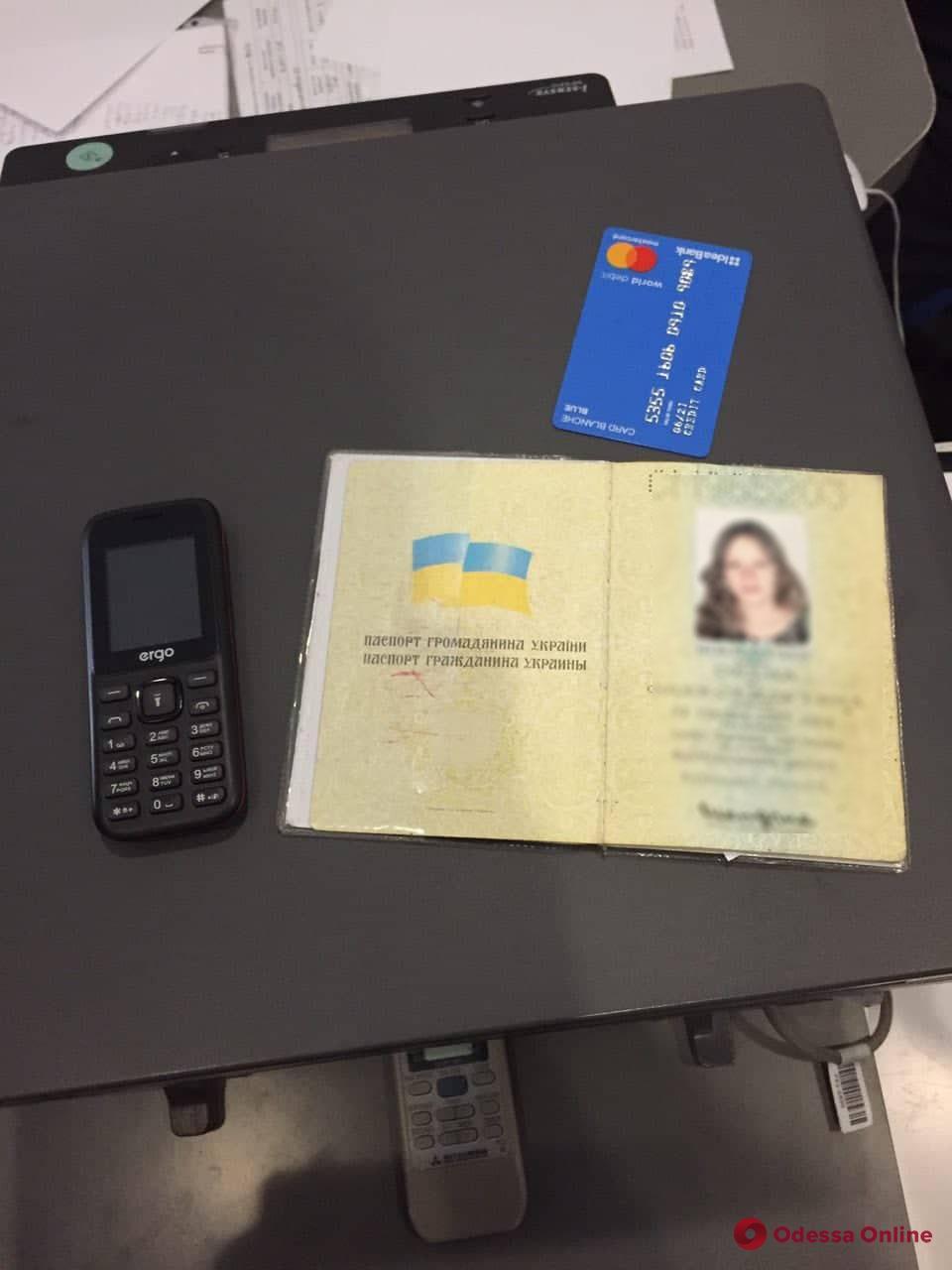 Задержание в Idea Bank: одесситка пришла за кредитом с поддельными документами