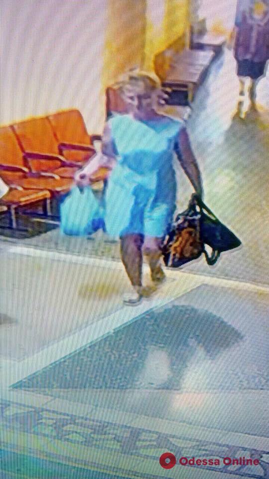Вышла с работы и не вернулась домой: в Одесской области разыскивают пропавшую женщину