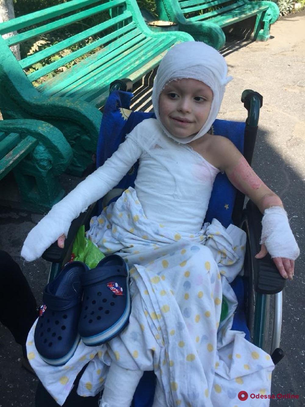 Одесса: пострадавший при взрыве авто пятилетний мальчик идет на поправку