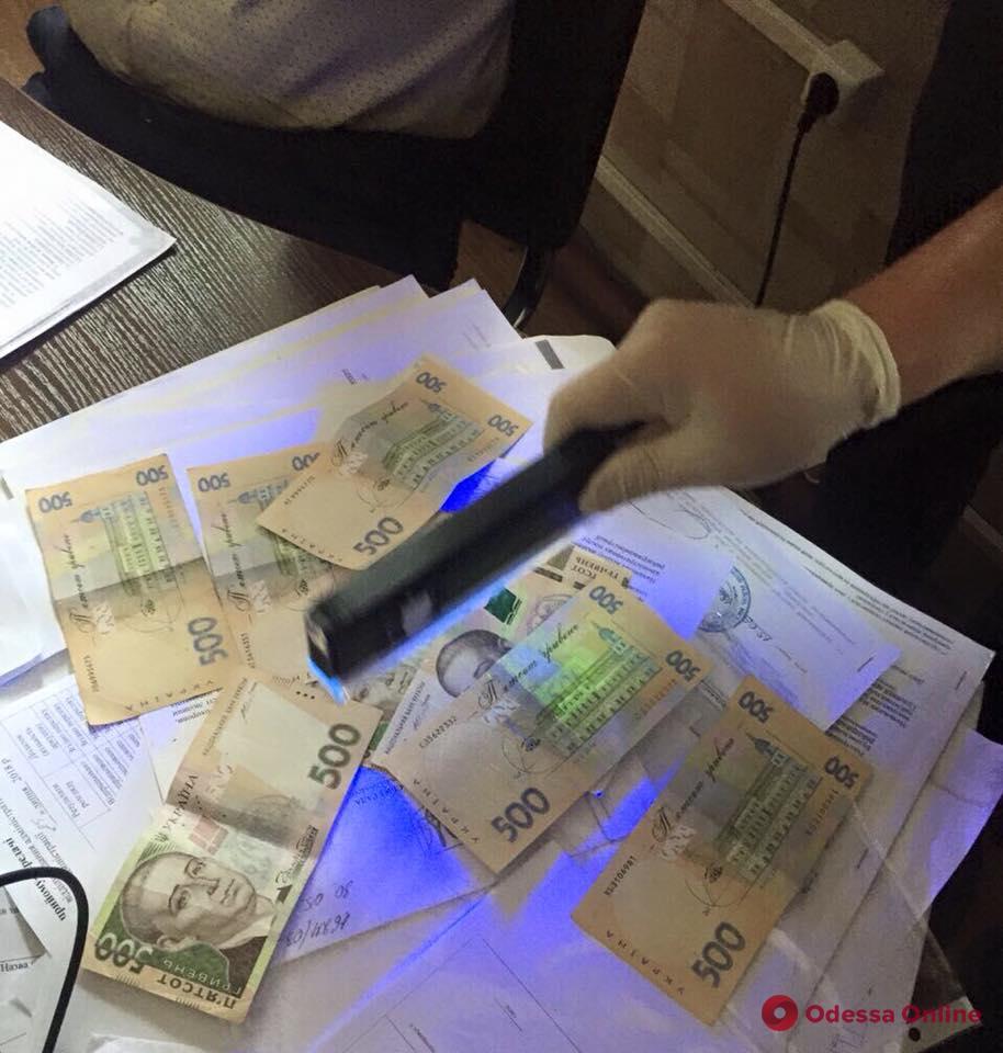 Чиновник Беляевской райадминистрации попался на взятке