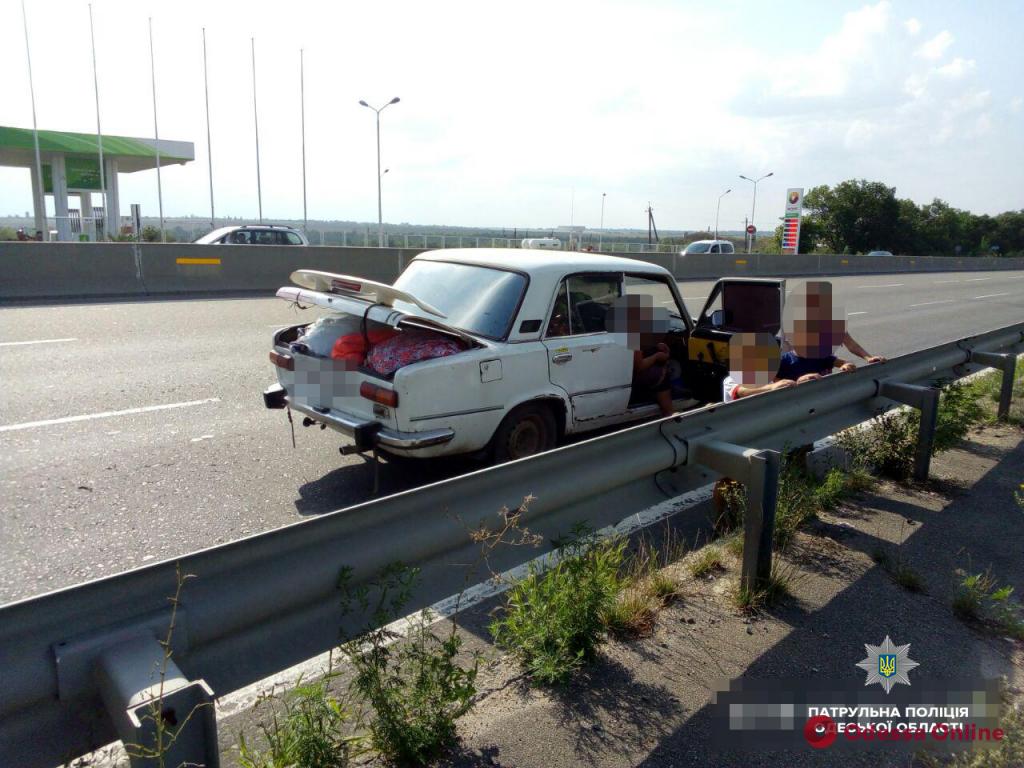 Ехал пьяный с детьми: полиция задержала нетрезвого водителя