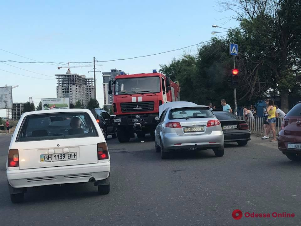 Одесса: ДТП возле оптового рынка вызвало большую пробку (обновлено)