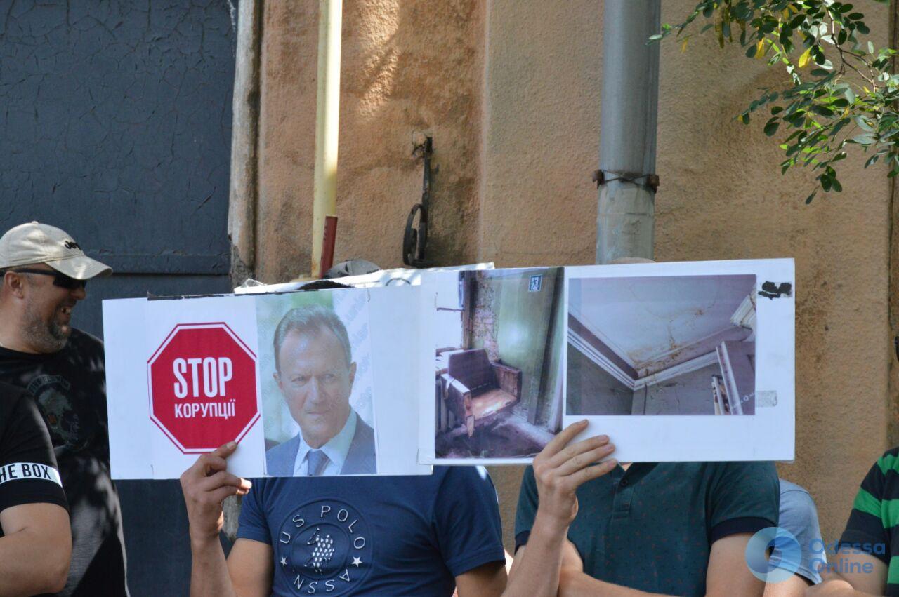 Против Запорожана: под стенами Одесского медуниверситета прошел ответный митинг