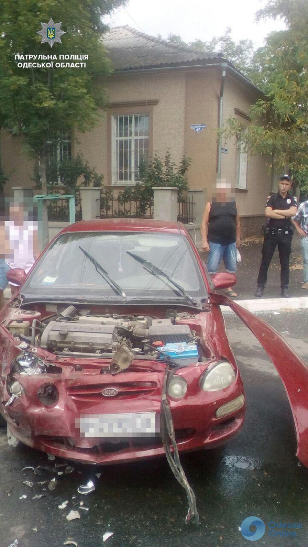 От удара отлетел капот: в Измаиле столкнулись два автомобиля