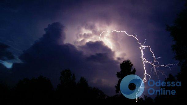 Грозы и шквалы: в Одесской области объявили штормовое предупреждение