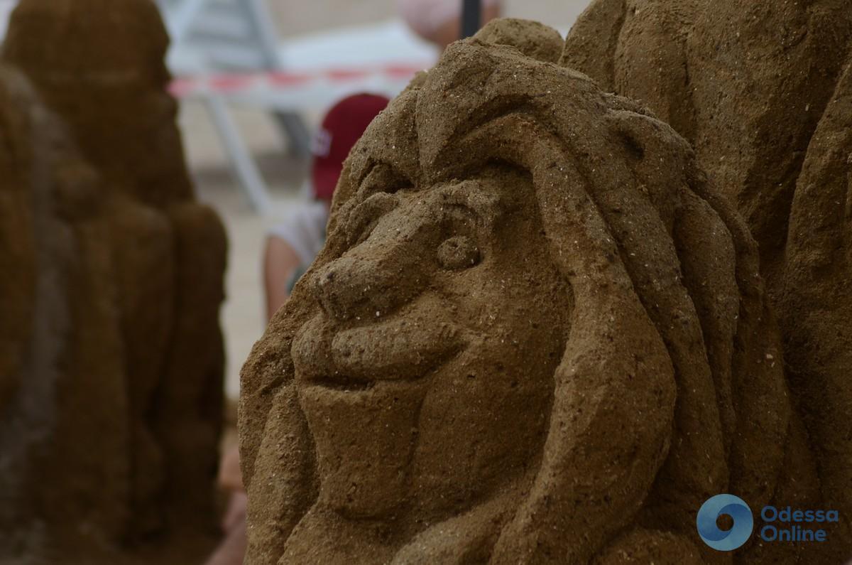 Одесситы лепили из песка героев детских сказок (фото)