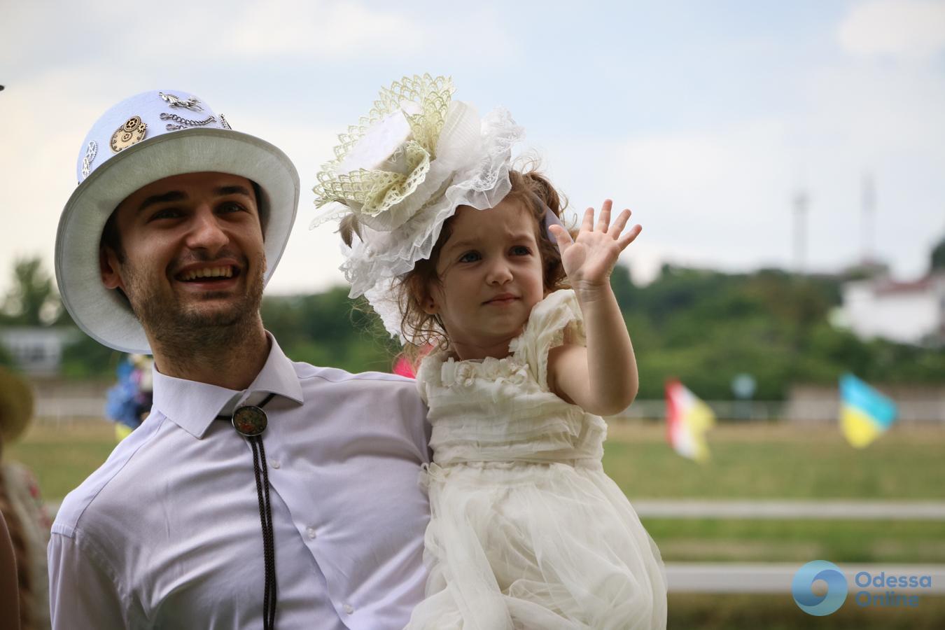 Ladies Day в Одессе: лошади против шляпок (фоторепортаж)
