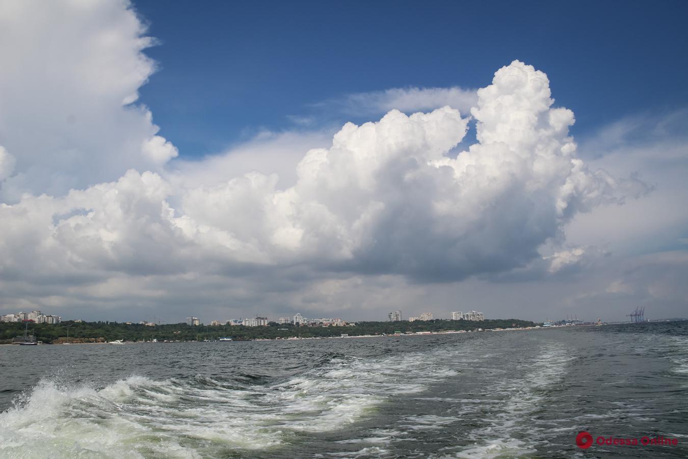 Одесса: хмурое небо и неспокойное море (фоторепортаж)