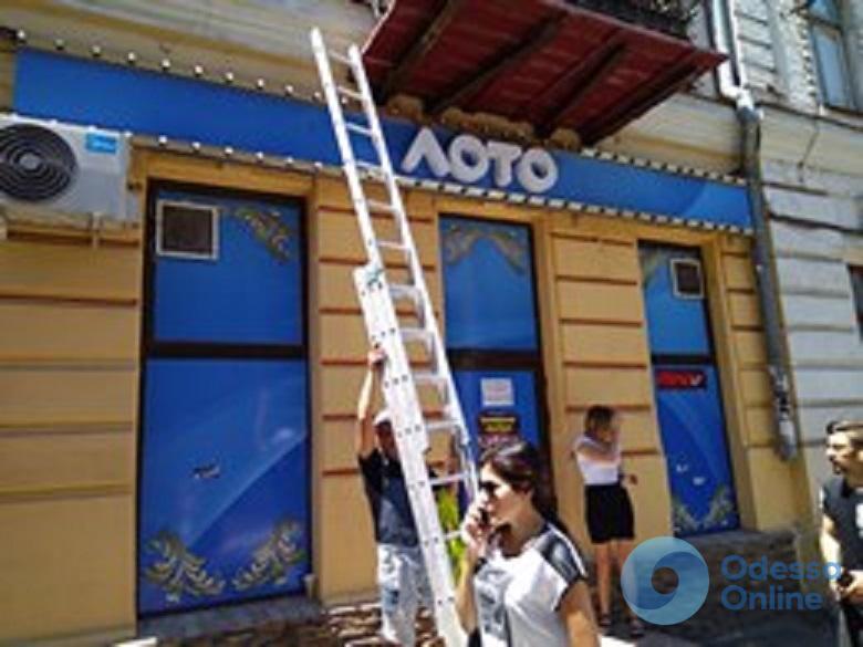 В Одессе стало меньше на 39 рекламных вывесок