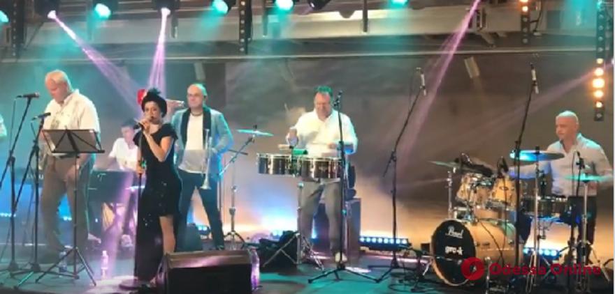 Мэр Одессы сыграл на ударных на джазовом фестивале в Клайпеде (видео)