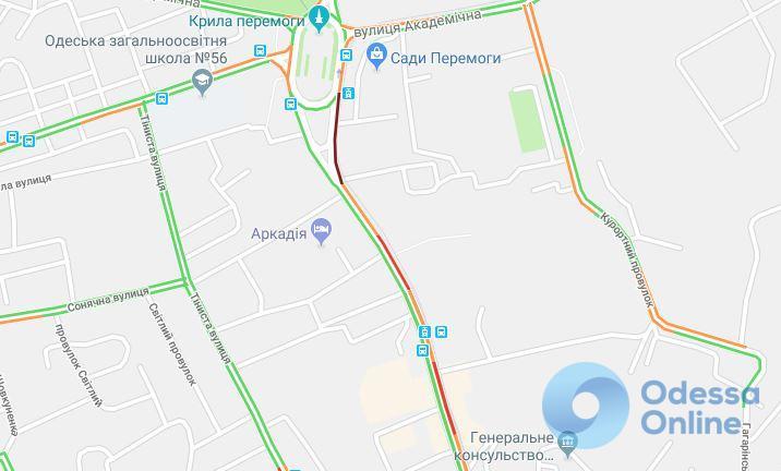 Дорожная обстановка в Одессе: пробки по городу и куча ДТП
