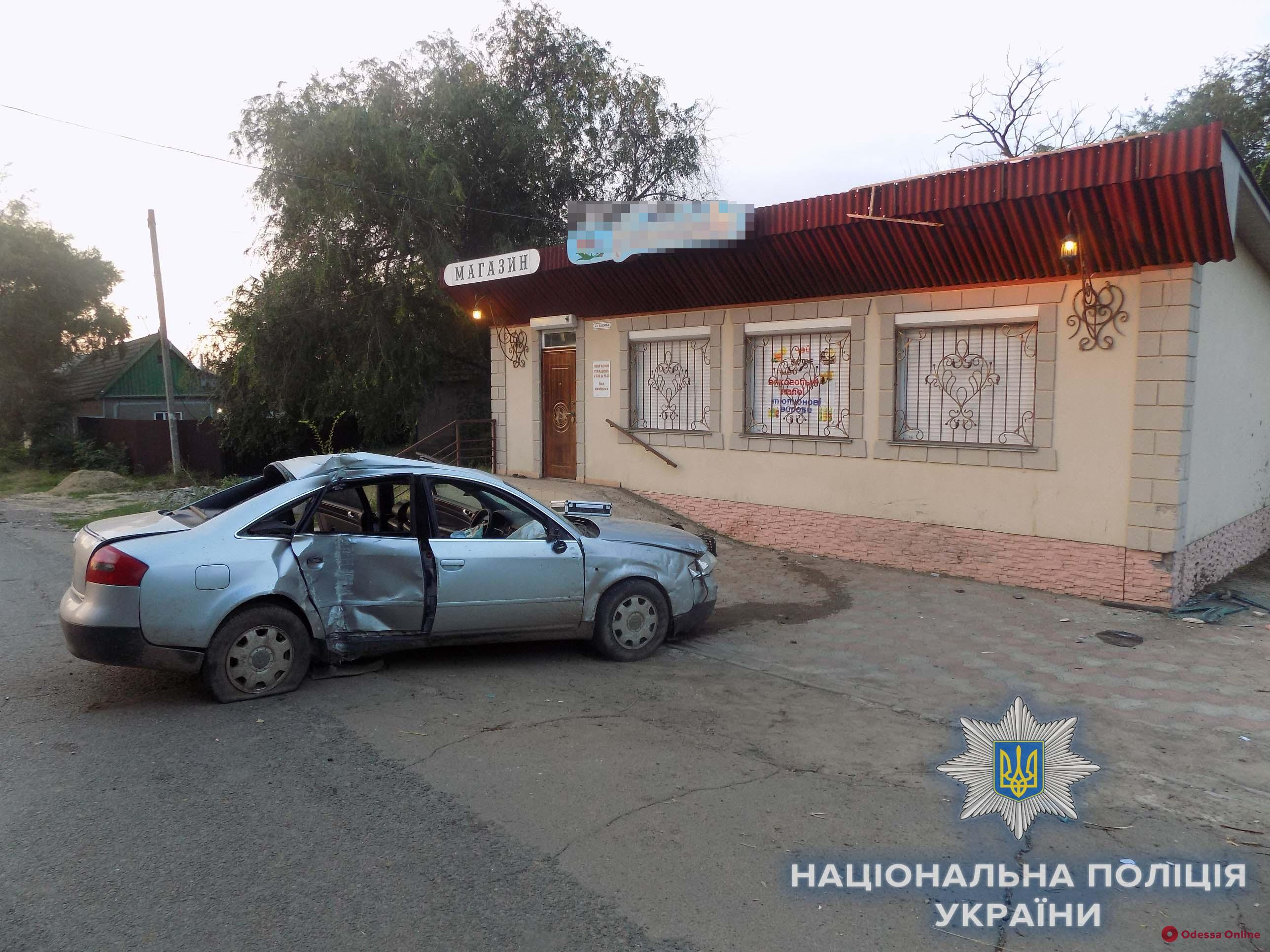 В Одесской области Audi врезалась в магазин: один из пассажиров скончался в больнице