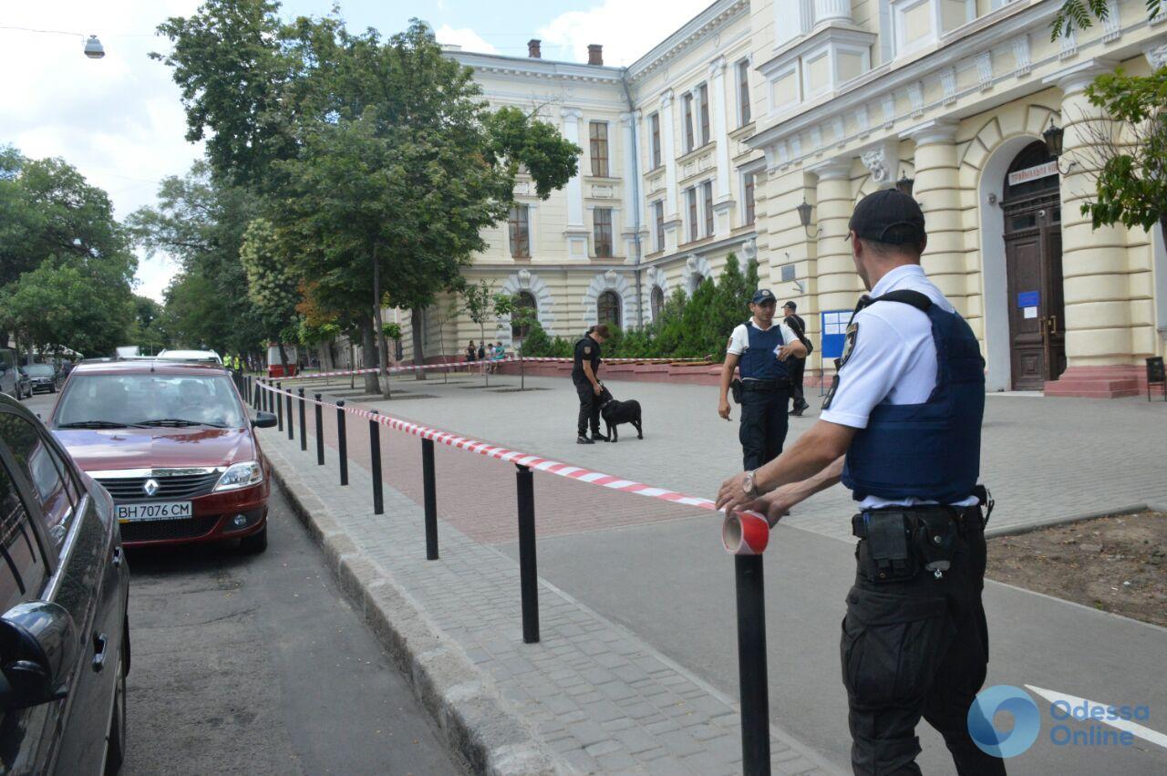 В Одесском медуниверситете ищут бомбу (обновлено)