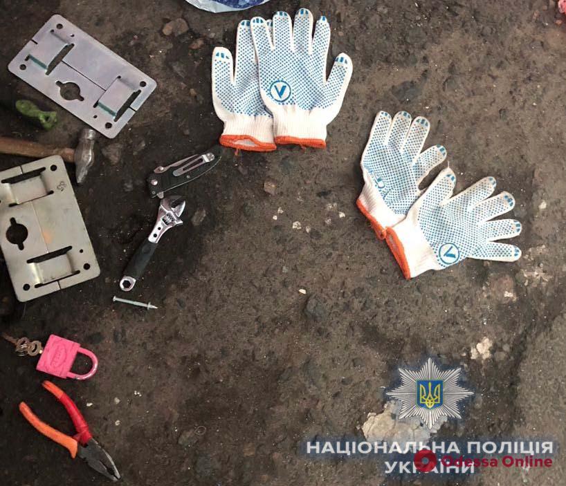 Полиция задержала троих мужчин, которые обокрали контейнер на «7 километре»
