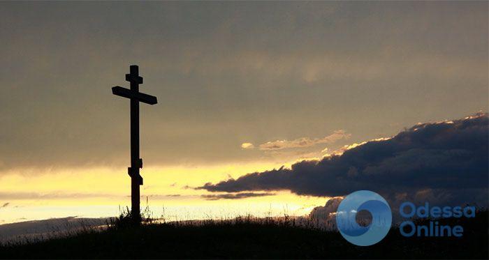 В Одесской области подросток разломал полсотни крестов на кладбище