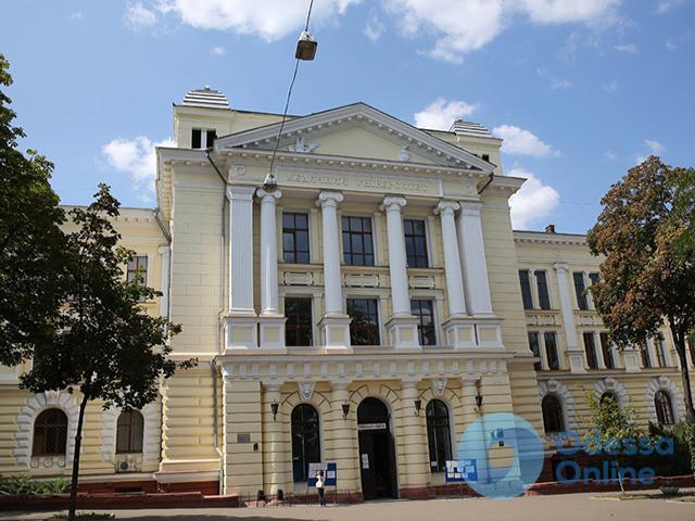 Не дают документы: новый виток конфликта в Одесском медуниверситете