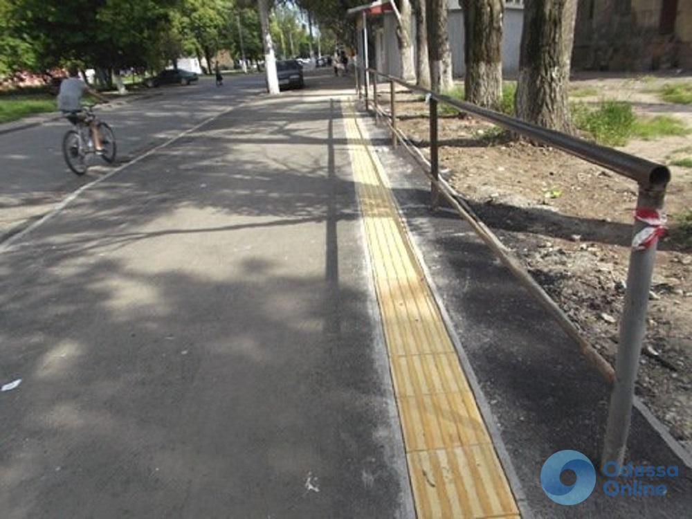 В Малиновском районе Одессы благоустраивают тротуары
