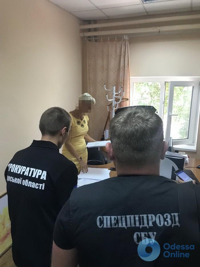 В Одессе на взятке задержали чиновницу мэрии