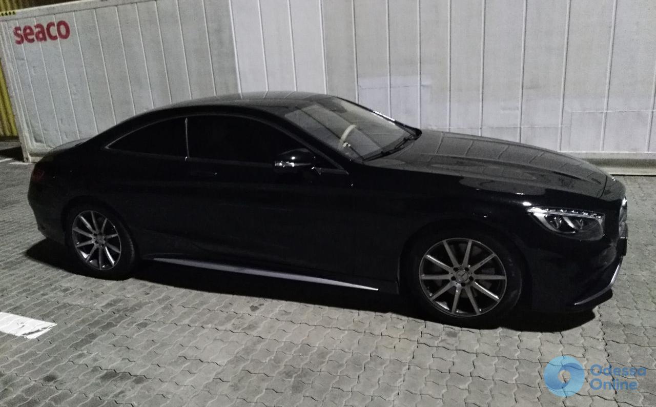 В Черноморском порту пограничники обнаружили похищенный Mercedes