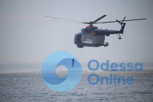 «Си Бриз – 2018»: в Одесском заливе пограничники прыгали с вертолета в море (фото, видео)
