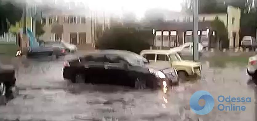 Одесса: на Инглези «плавают» машины