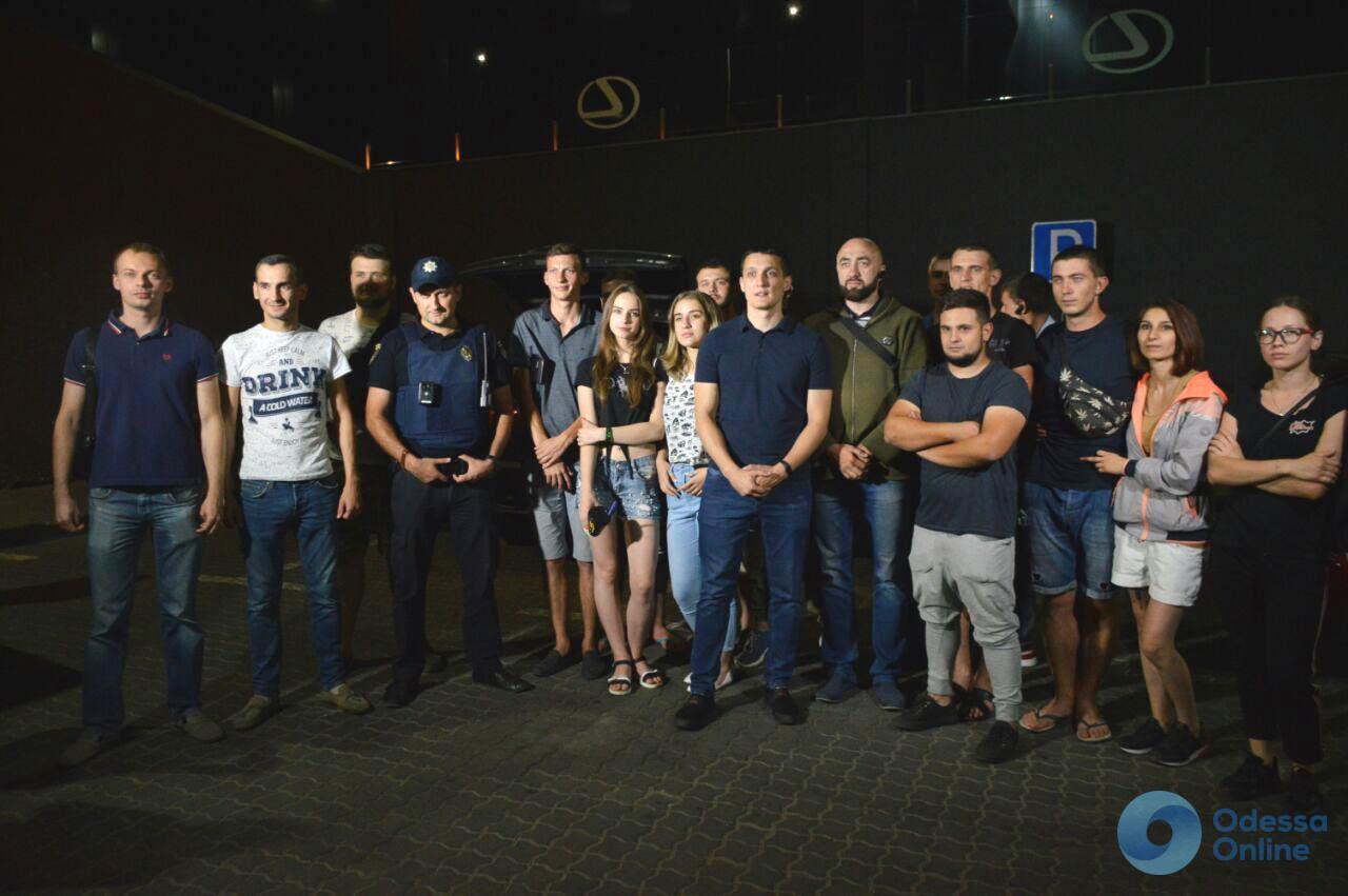 «Я пил еще вчера»: одесская команда Pitbull ловила пьяных водителей