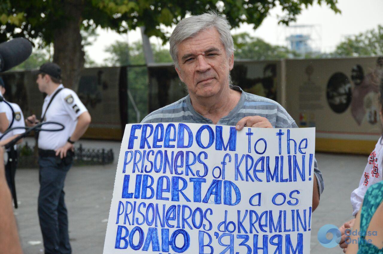 «Один наш стоит десятерых»: возле Дюка прошла акция за свободу украинских военнопленных (фото)