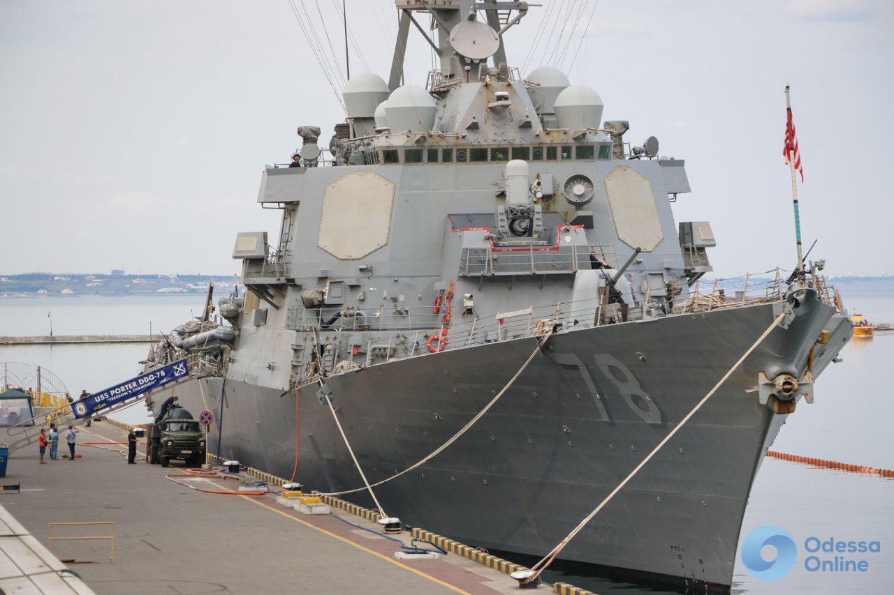 В Одесский порт зашел американский ракетный эсминец (фото)