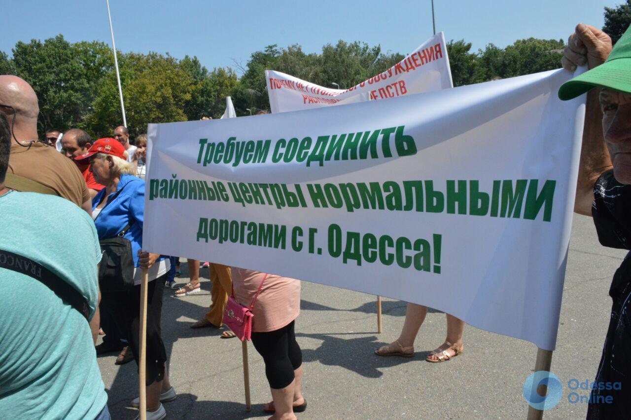 Верится с трудом: недовольные ремонтом дорог люди о встрече с одесским губернатором
