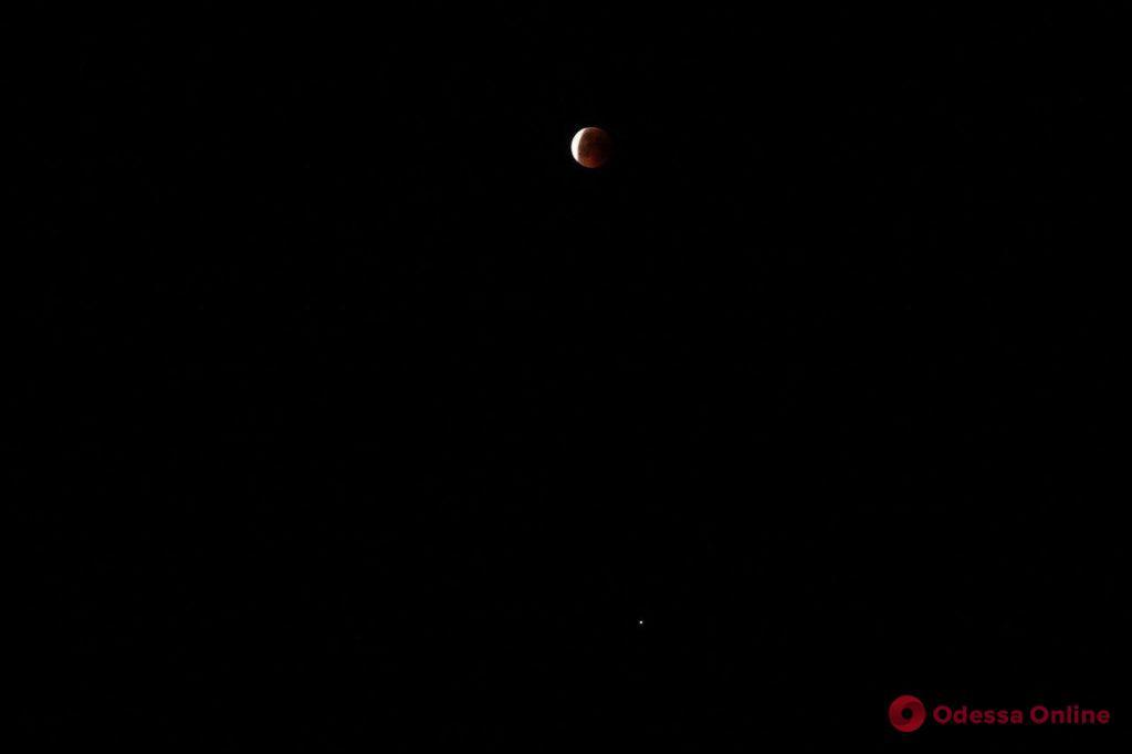 Одесситы наблюдали «кровавую Луну» (фото)