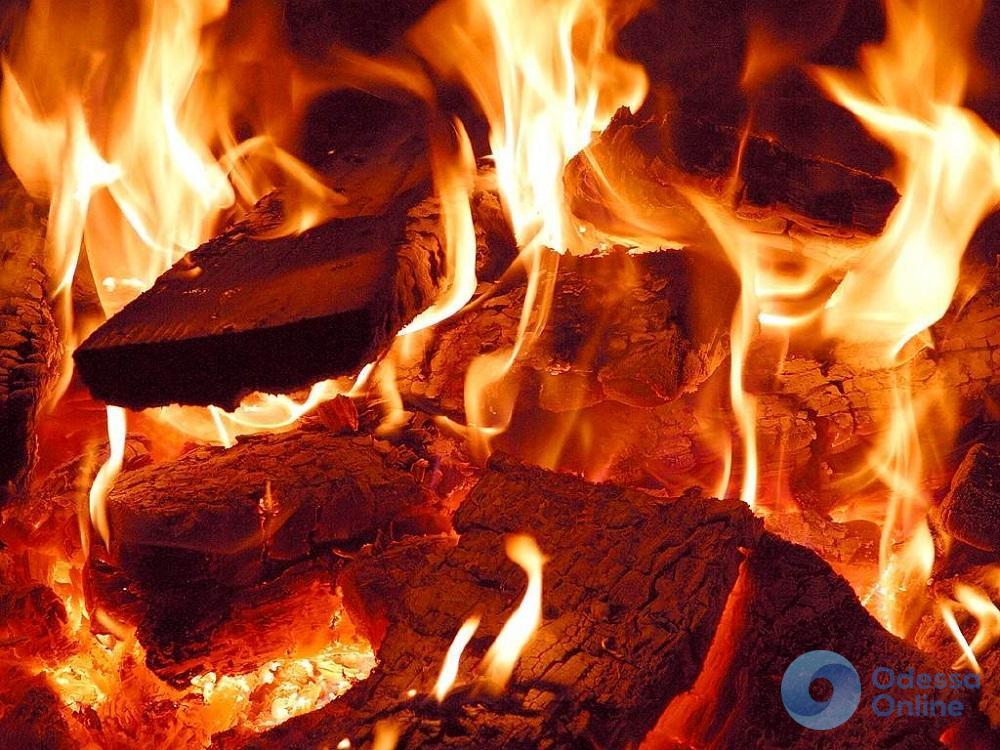 В Черноморске горел тир: есть пострадавший