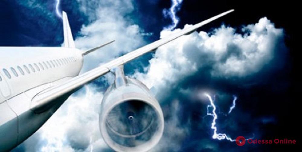В пролетавший над Одесской областью самолет ударила молния