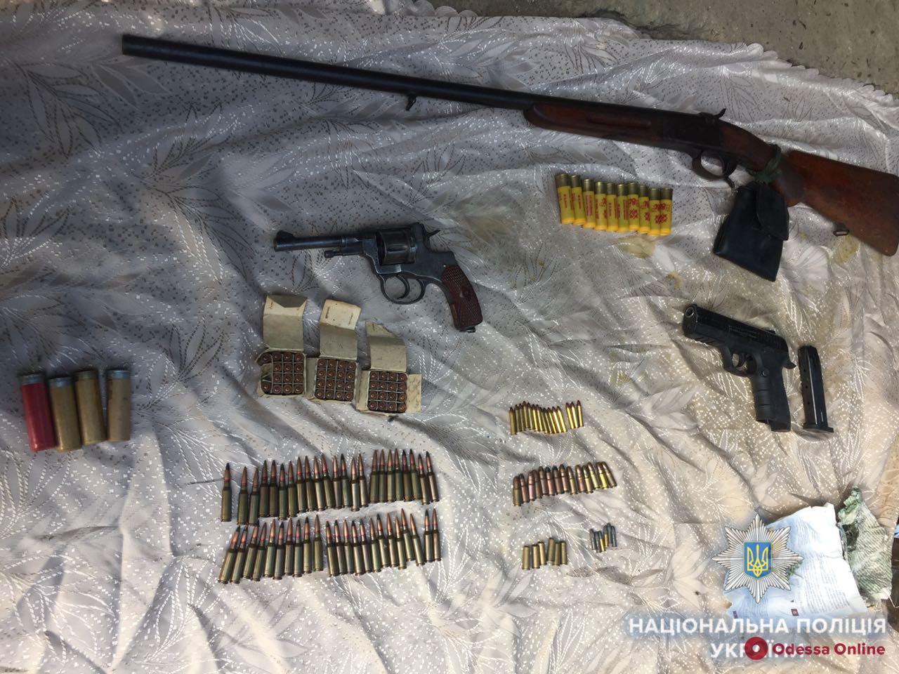 У жителя Одесской области нашли арсенал оружия и наркотики