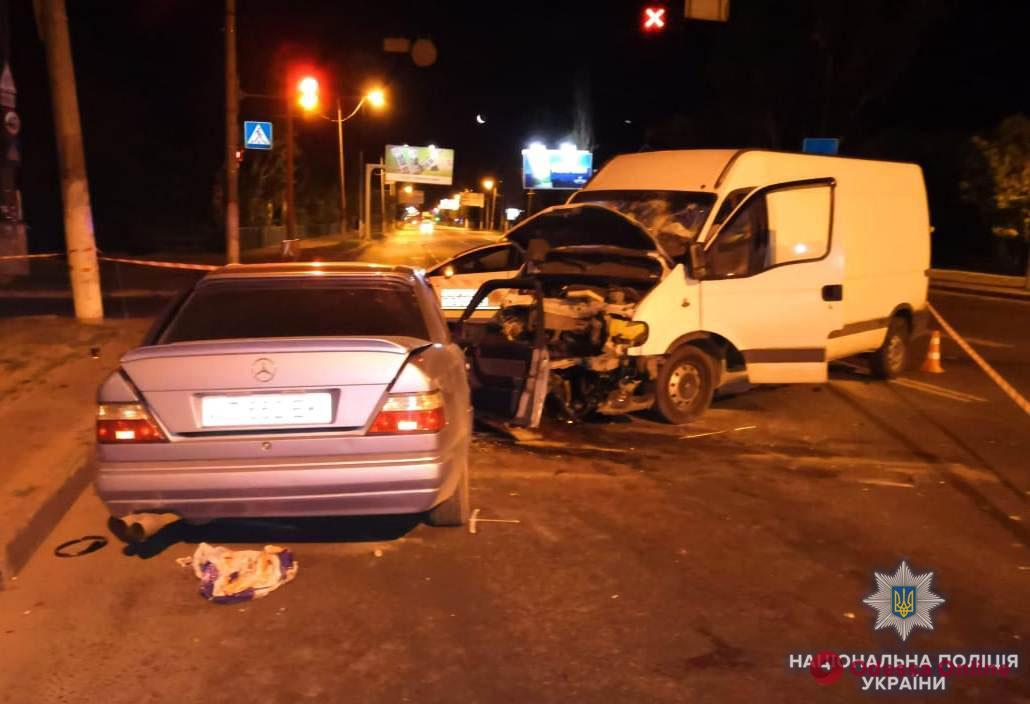 Ночное ДТП в Одессе: один погибший и шесть пострадавших