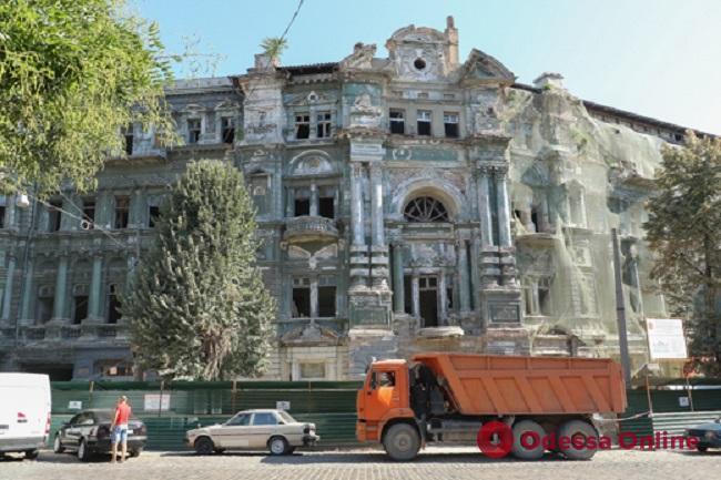 В Одессе продолжают восстанавливать Дом Руссова (фото)