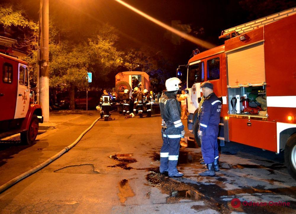 В Одессе сгорела крыша жилого дома