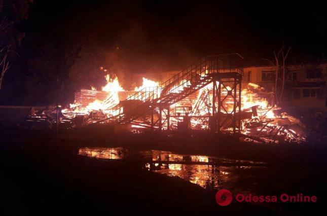 Одесса: суд продлил меру пресечения двум сотрудникам ГСЧС по делу о пожаре в «Виктории»