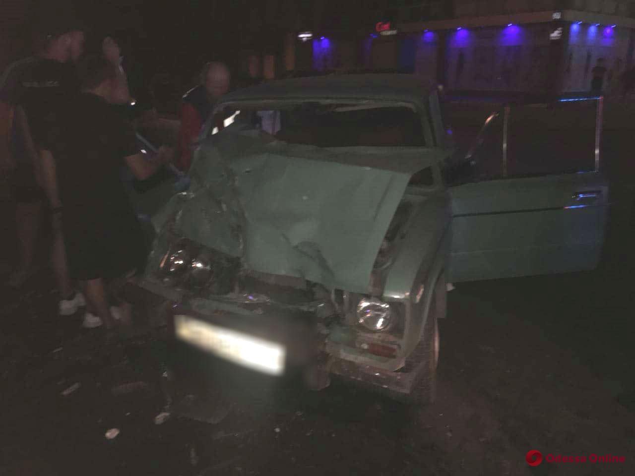 Смертельное ДТП в Одессе: легковушка врезалась в мусоровоз