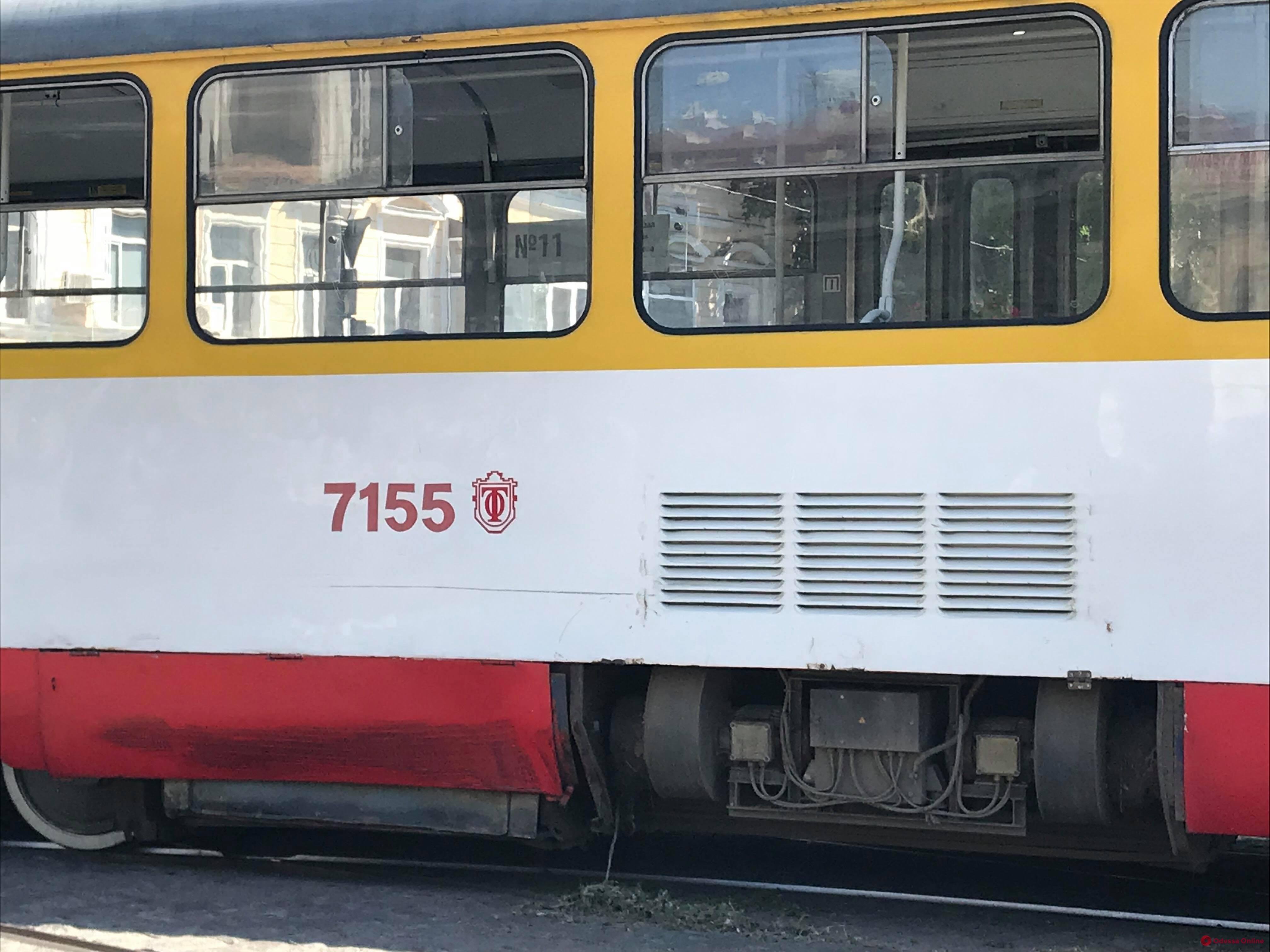 На Тираспольской площади Mercedes въехал в трамвай