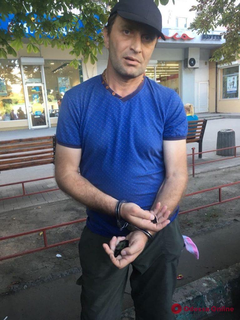 Сканировал сигнализацию: на Таирова задержали грузинского автовора