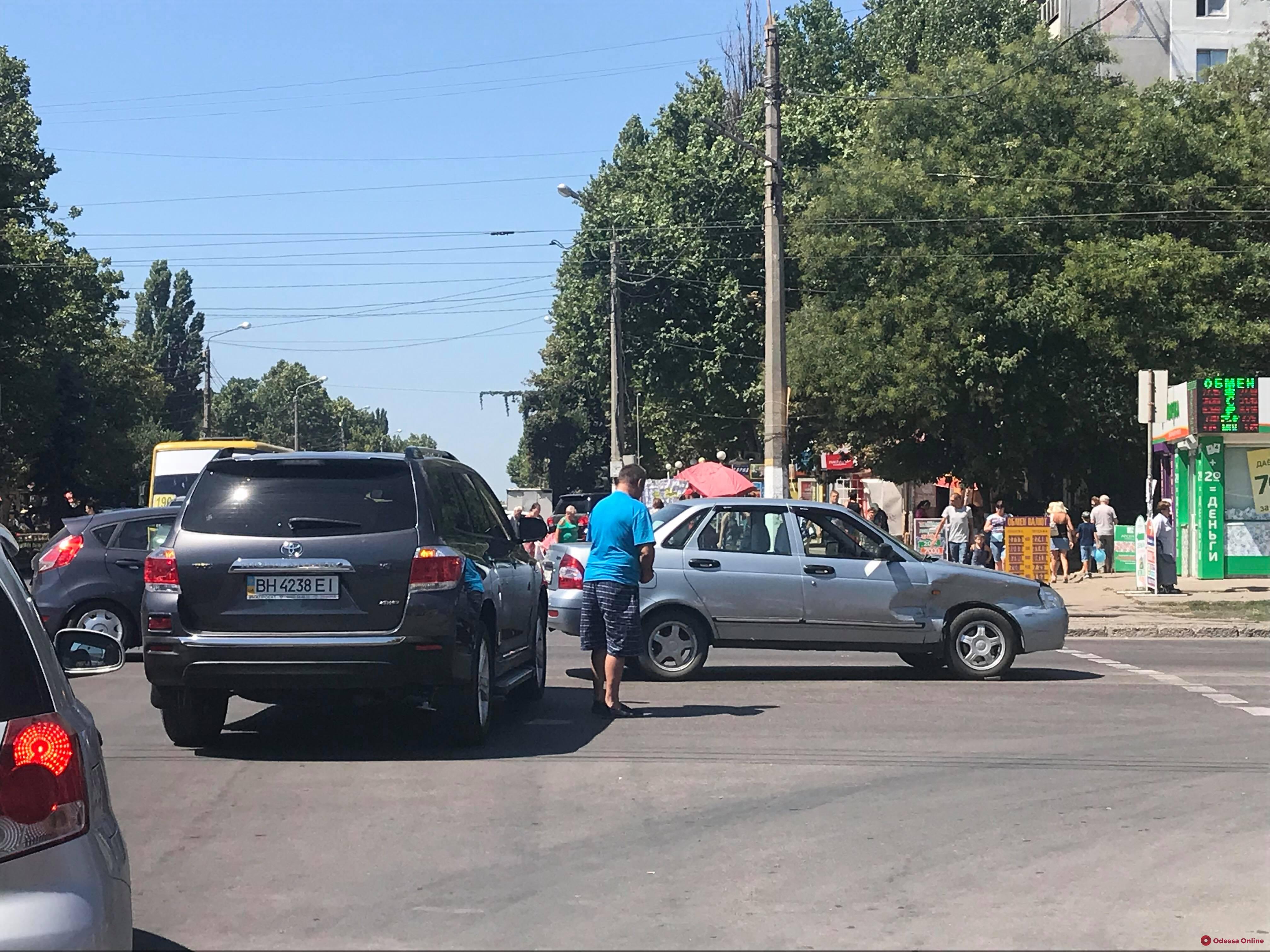 Из-за ДТП на поселке Котовского образовалась огромная пробка
