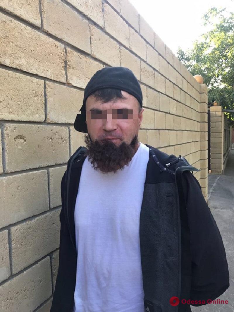 Отклеилась борода: в Одессе задержали киллера из Приднестровья