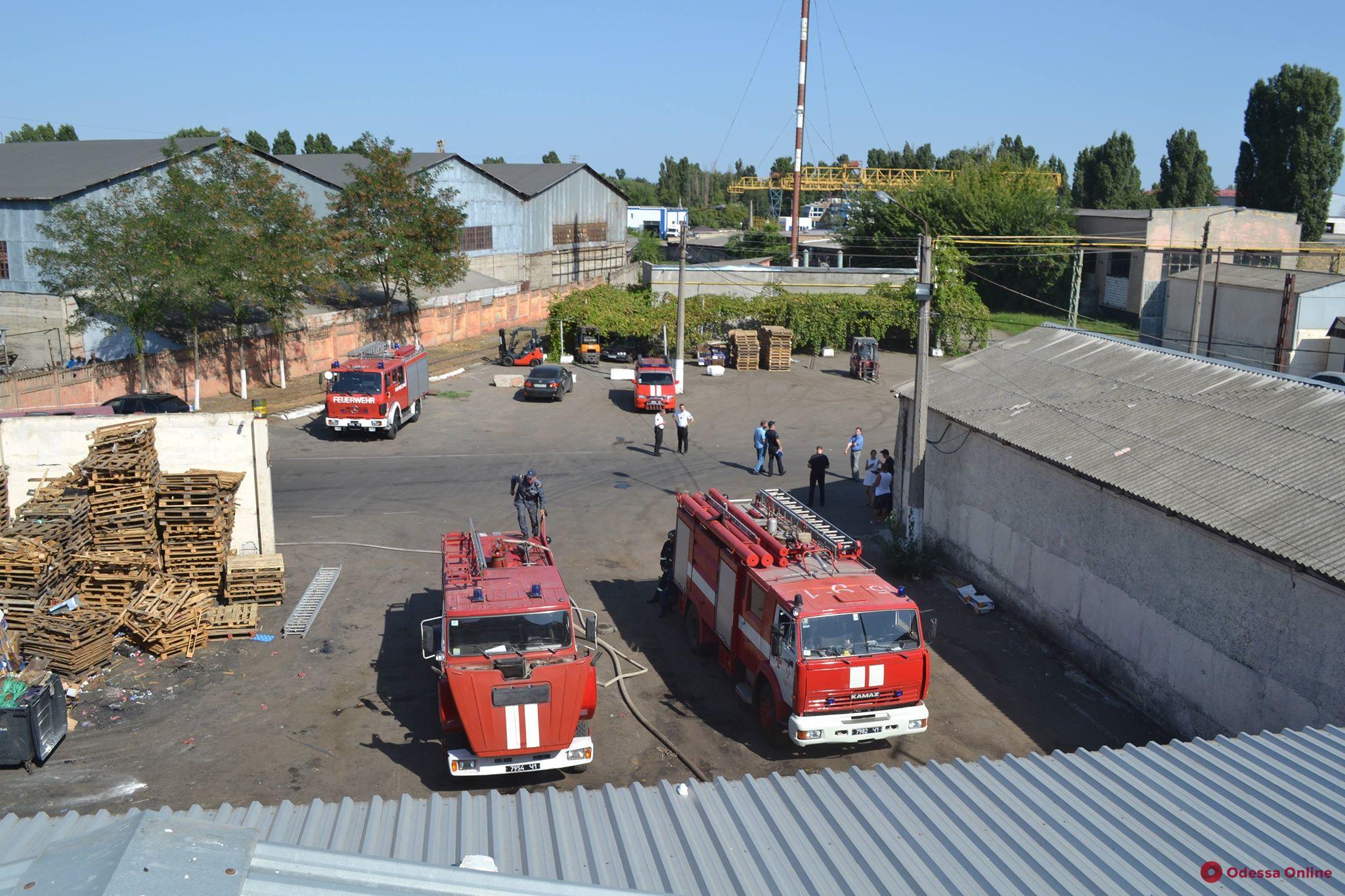 На окраине Одессы горел склад