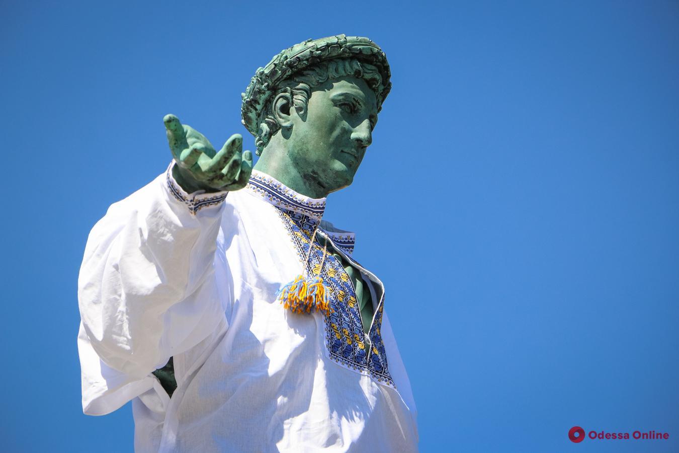 Поднятие флага над Потемкинской лестницей, массовый диктант и парад: в Одессе пройдет Вышиванковый фестиваль