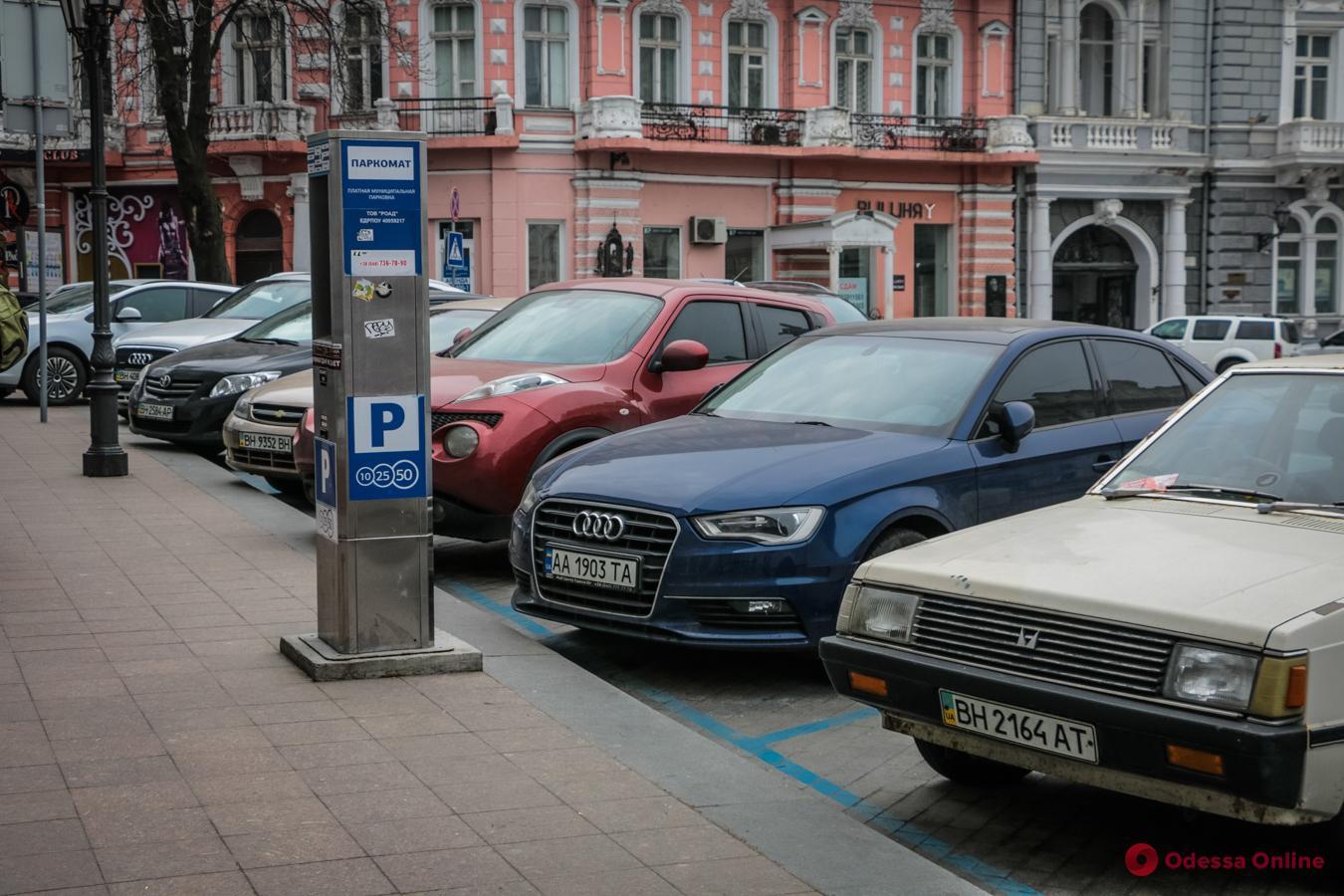На Екатерининской площади заработала первая муниципальная парковка